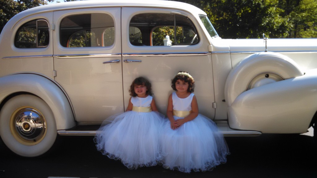 1937-cadillac-with-little-girls-1024x576