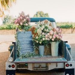 wedding-reception-idea-with-truck_02f47790-8aea-4ad9-b336-c165e3bd40ed